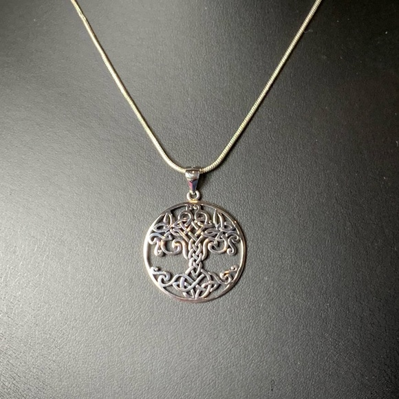 🌹NWT Sterling silver celtic knot tree of life 🌳